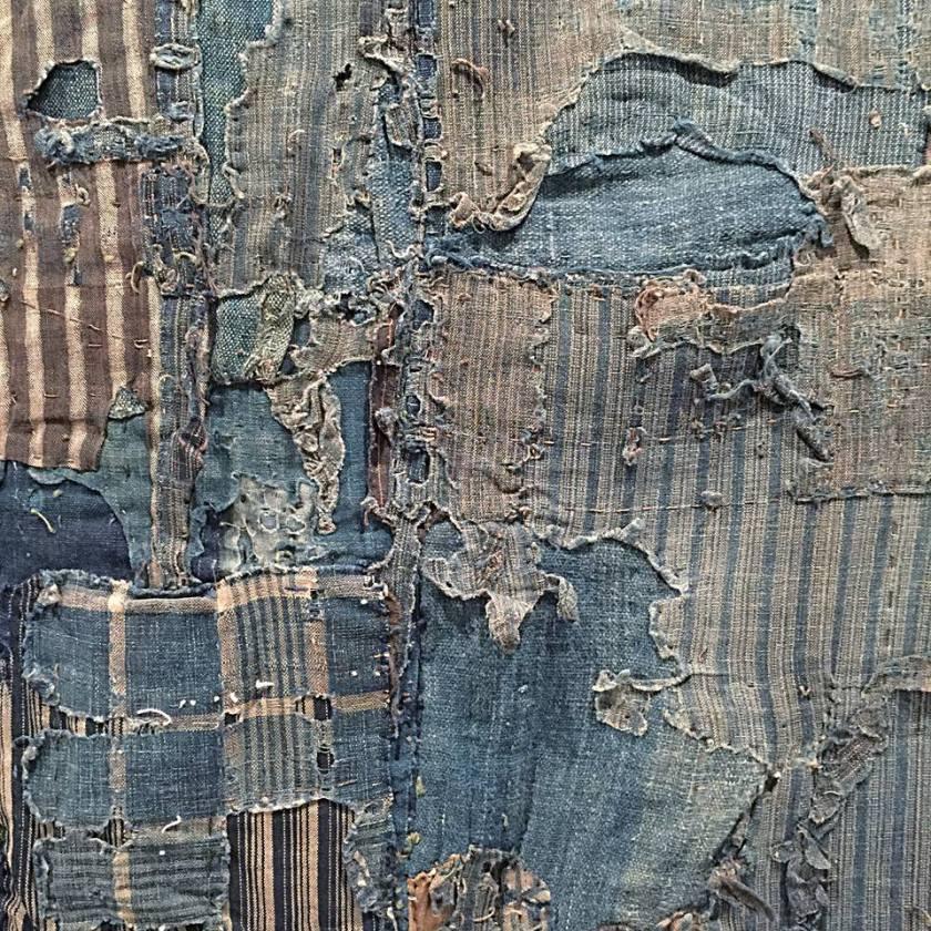 Superposition de chutes de coton indigo unis ou rayés, sur housse de futon 2