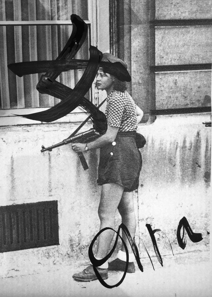 Simone Segouin, 18 ans, Résistante française pendant la libération de Paris. (1944)