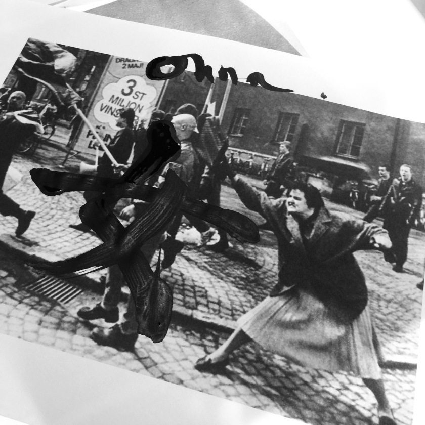 Femme suédoise, survivante d'un camp de concentration, qui s'attaque à un néo-nazis (1985)